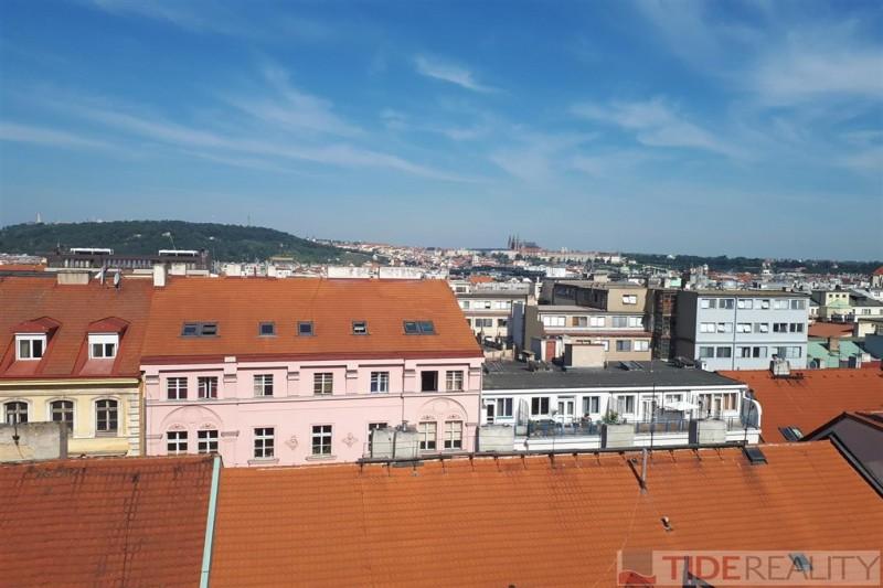 Byt 3+kk v 7.NP novostavby v centru Prahy 1 - výhled na Pražský Hrad, Petřín