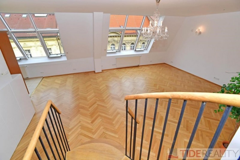 Pronájem mezonetového bytu 3+ kk, 138 m2 na Vinohradech, Mánesova ul. Praha 2