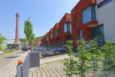 Pronájem luxusního, nového řadového domu (5 + kk), V Šáreckém údolí, Praha 6