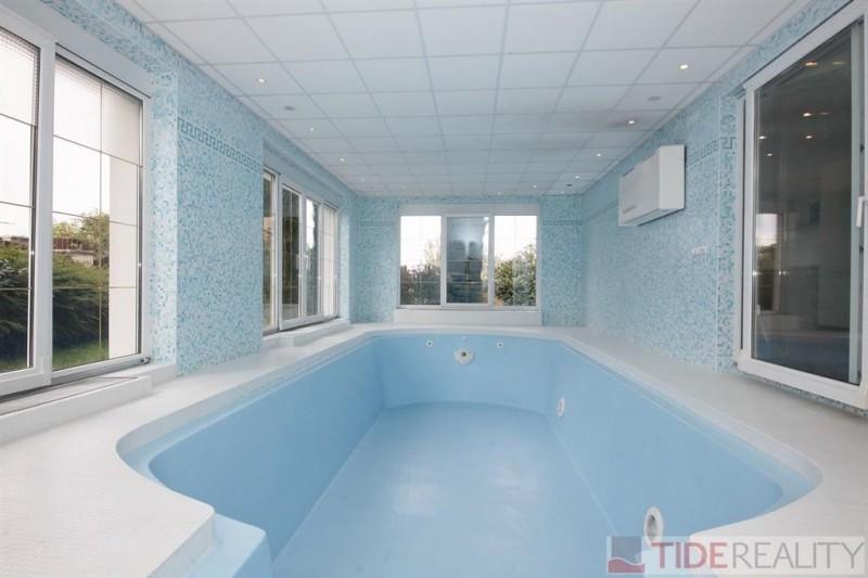 PRONAJATO. Pronájem prostorné vily s vnitřním bazénem, Rozdělovská, Praha 6 - Břevnov