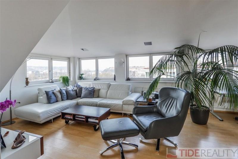 Pronájem krásného, rozlehlého bytu (171 m2), Praha 4, Podolí, U Kublova