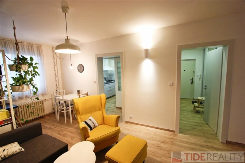 Pronájem zrekonstruovaného bytu 2+kk, Praha 6, Vokovice, Senegalská