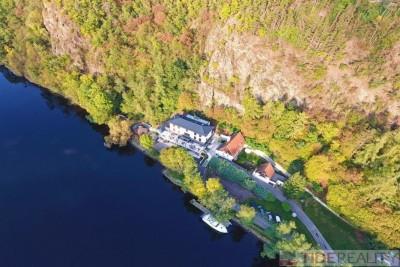 Prodej uzavřeného areálu s hotelem na Vltavě, Hradištko