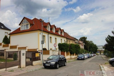Rent of exceptional apartment 5+kk with swimming pool, Praha 5, U Waltrovky