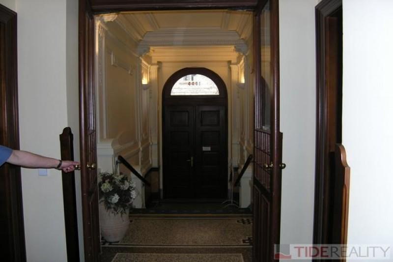 Pronájem mimořádného, krásného bytu Janáčkovo nábřeží, Praha 5