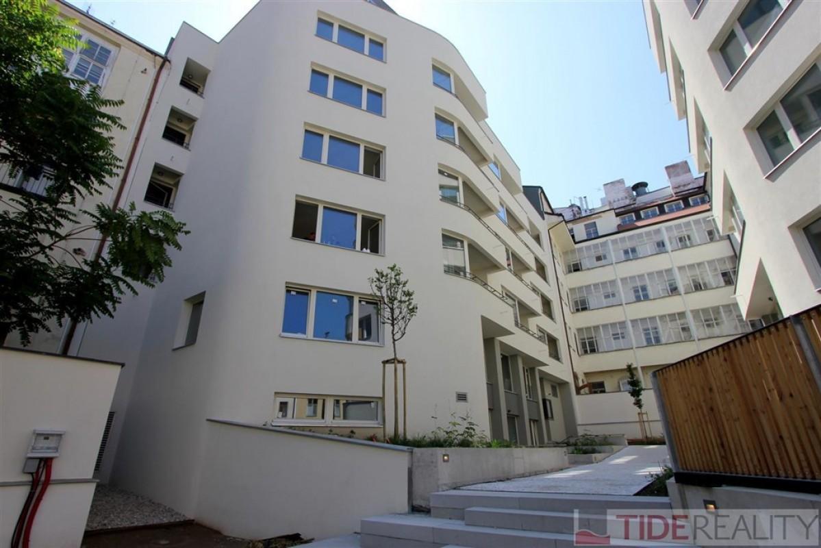 Pronájem moderního prostorného bytu 3+kk s terasou v novostavbě u Václavského náměstí, Praha 1, Krakovská ul.