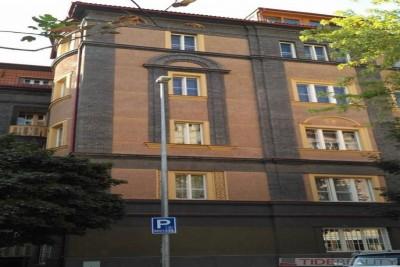Pronájem prostorného bytu 3+1 u Anděla, Praha 5, Na Březince