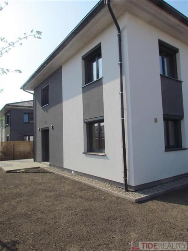 PRONAJATO. Pronájem nového rodinného domu (5 + kk, 156 m2), Radešovská, Praha 4 - Šeberov