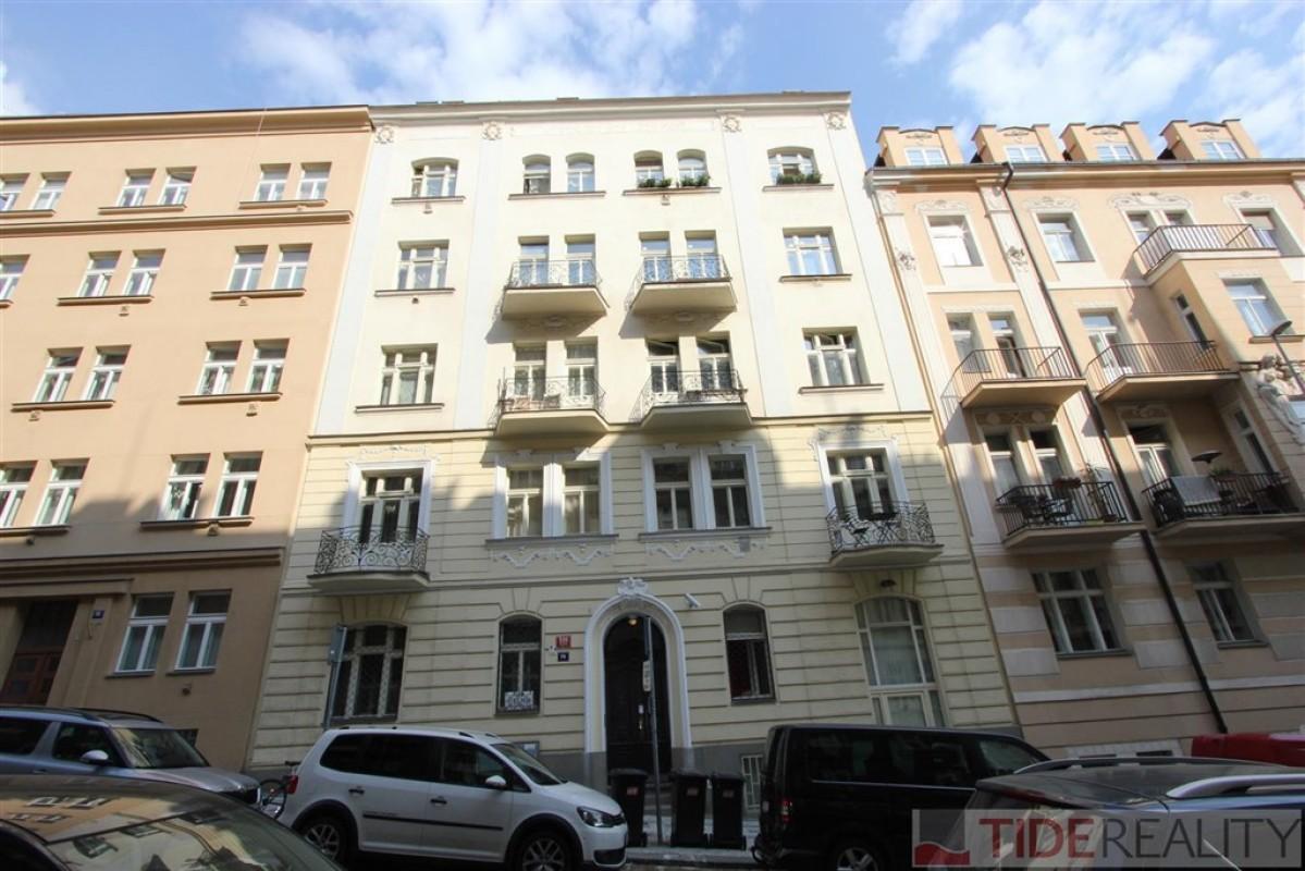 Pronájem rozlehlého, mezonetového bytu 2+1, Praha 10, Vršovice, Slovinská ul.