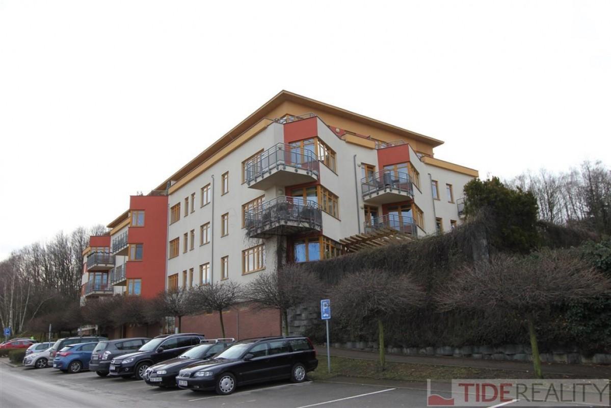 Pronájem velkého, slunečného bytu 4+1, Praha 5, Na Pomezí