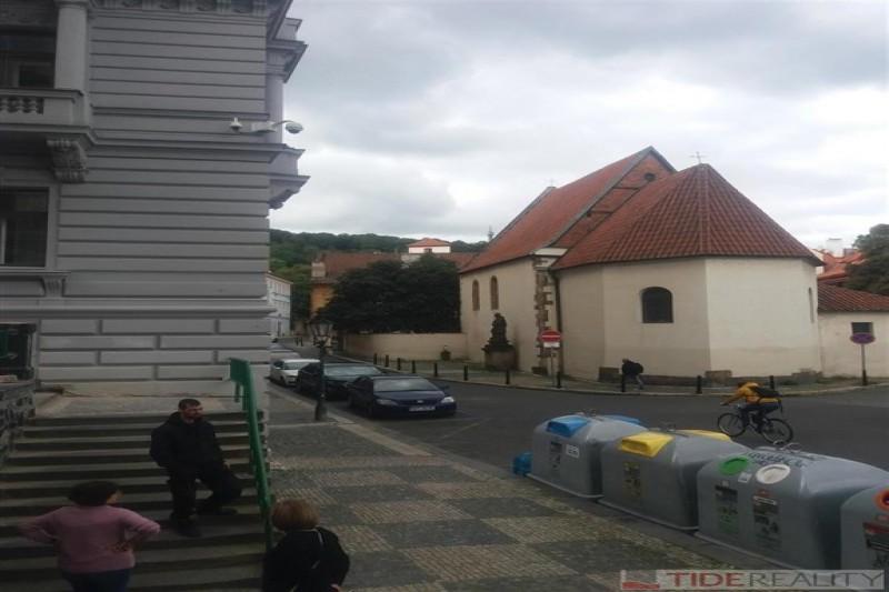 Pronájem garáže na Praze 1, Kampa, Všehrdova ul.
