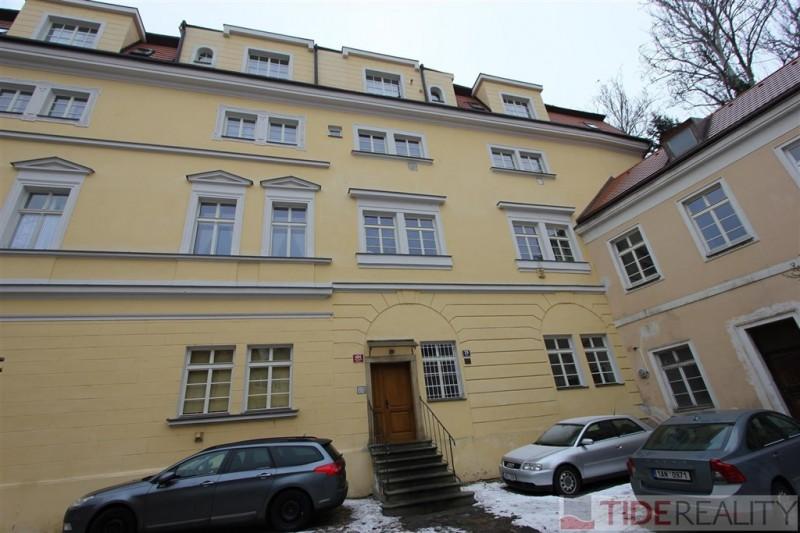 Tichý byt 2+kk přímo pod Petřínem, Praha 1, Malá Strana, Újezd