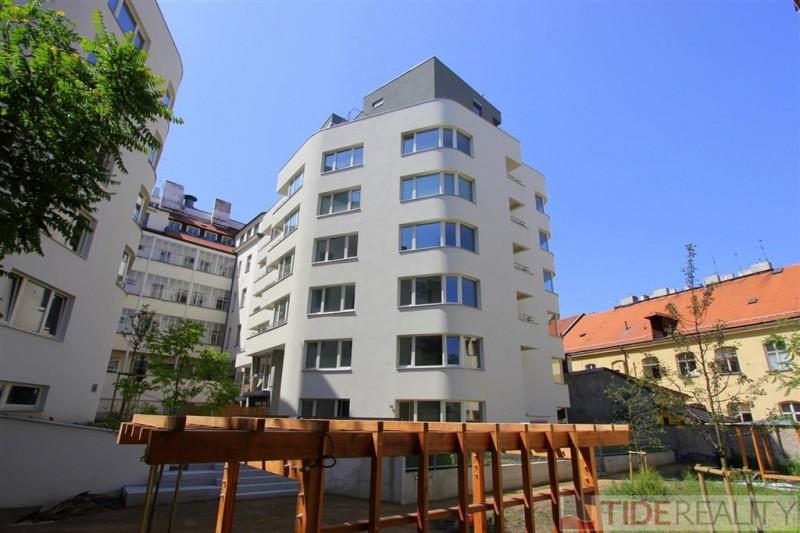 Pronájem světlého bytu v novostavbě Praha 1, Krakovská ul.