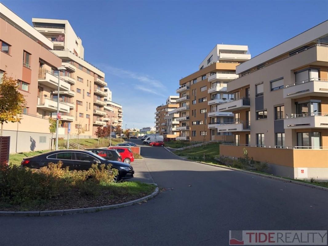 Pronájem krásného bytu s terasou v novostavbě, Praha 4, Kamýk, Zimova ul.