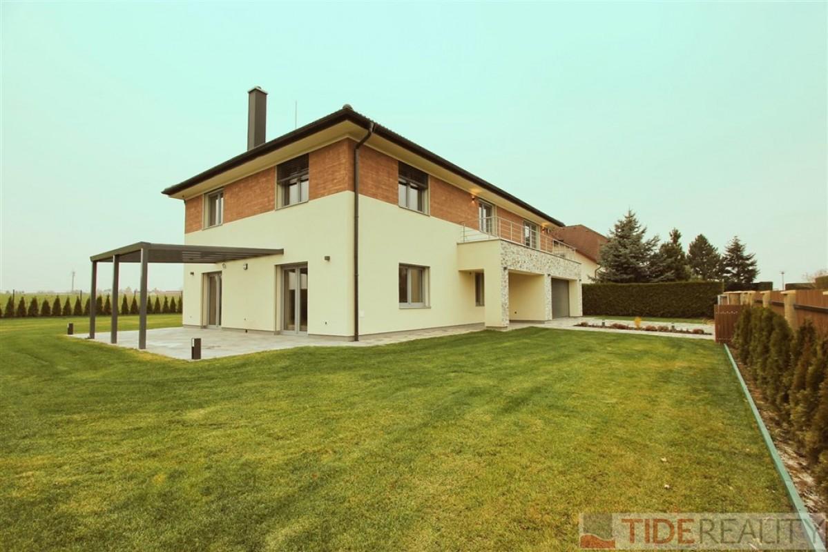 Pronájem nové prostorné vily (7 + 1, 174 m2), V Zátiší, Rozkoš u Průhonic, Praha 4