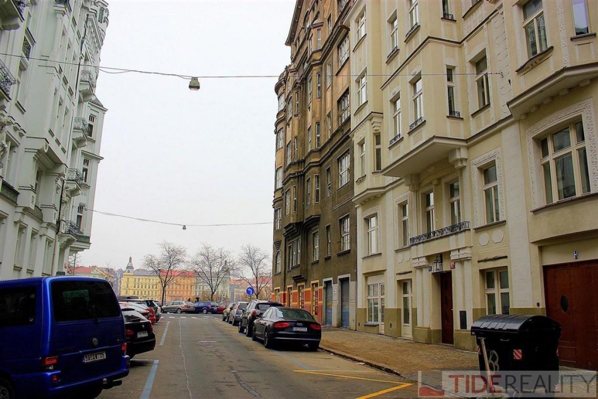 Pronájem krásného, zrekonstruovaného bytu 3+kk, 102 m2, Praha 5, Pecháčkova ul., Smíchov
