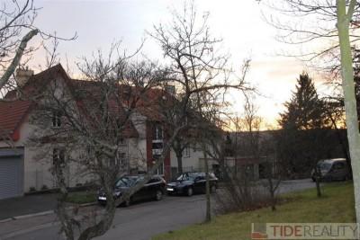 Pronájem velkého bytu 3+kk v tiché vile, Praha 5, Na Hřebenkách