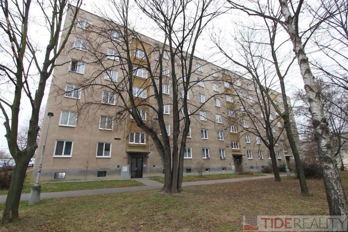 Pronájem útulného bytu 2+kk, Praha 4, Choceradská ul.