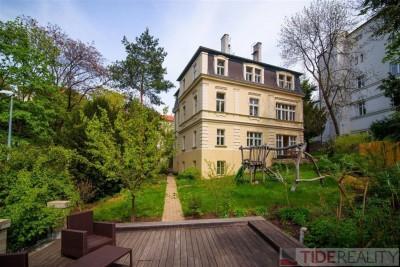 Pronájem luxusního,  nezařízeného bytu 5+1 v krásné prvorepublikové vile, Vinohrady, Praha 2, Na Kleovce