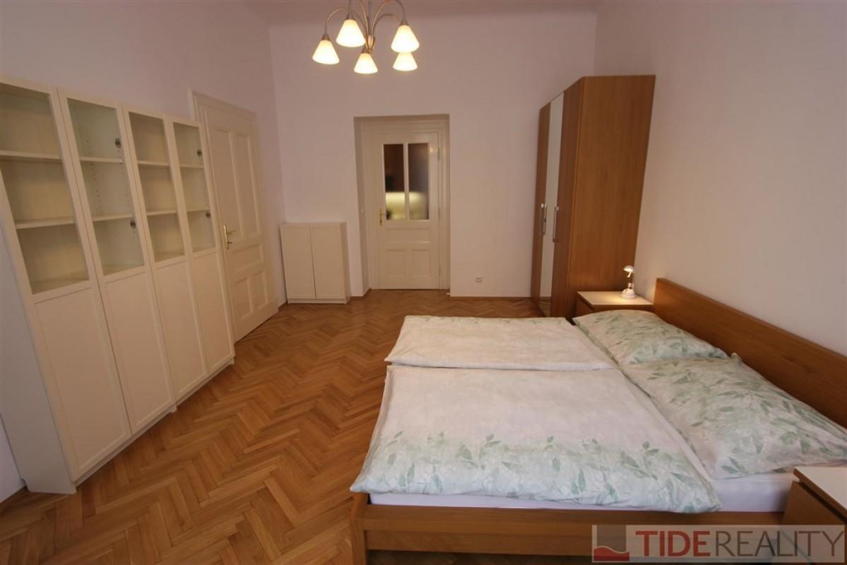 Pronájem hezkého, světlého bytu v centru, Praha 2, Dřevná ul.