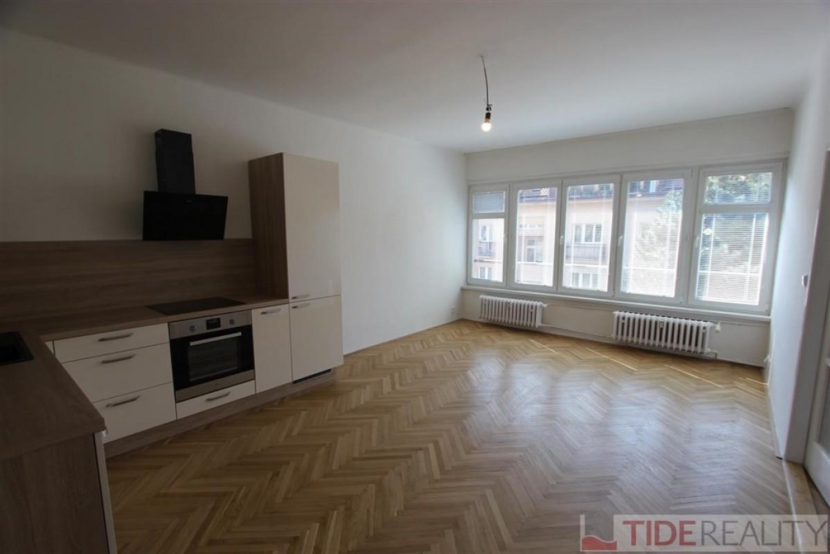 Pronájem nově zrekonstruovaného bytu 4+kk, Praha 5, K Vodojemu