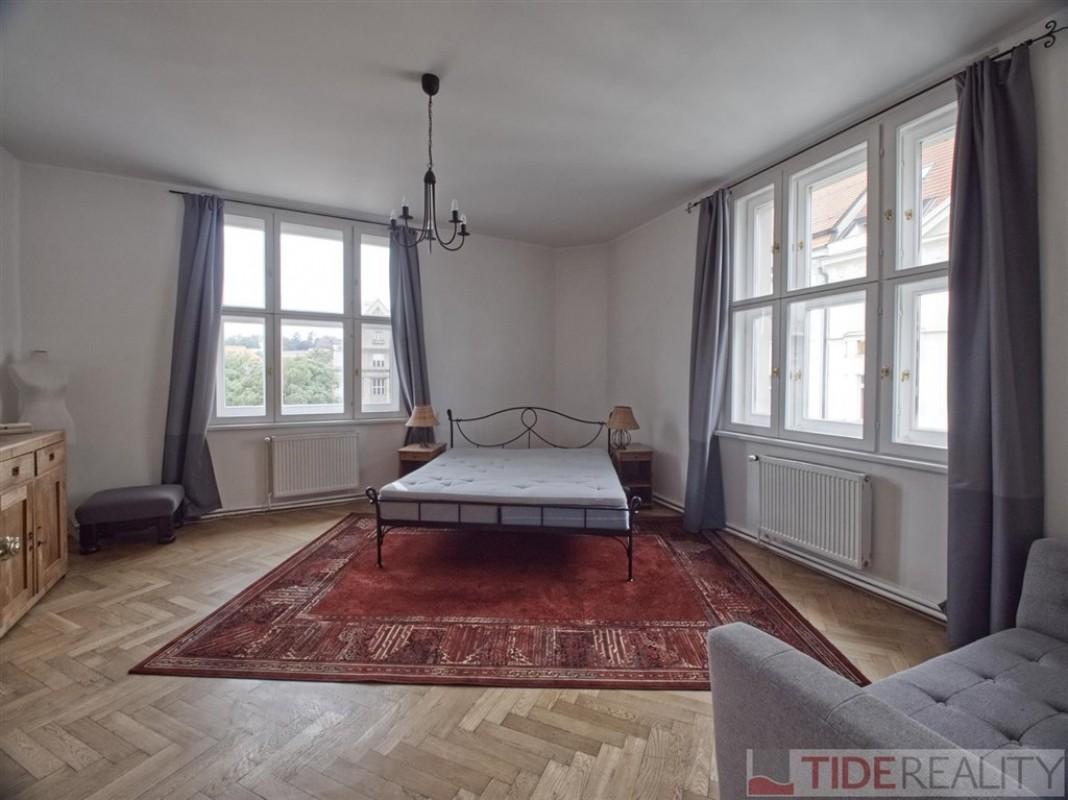 Pronájem velmi hezkého, zařízeného bytu 3+1 v centru,  Prahy 1, Břehová ul.
