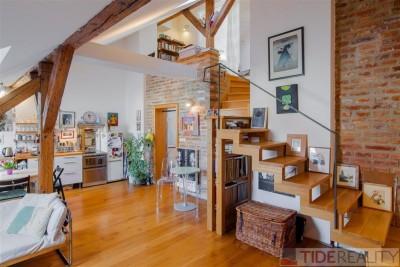 PRODÁNO. Prodej osobitého podkrovního bytu s balkónkem, 3+kk, 97 m2, Pod Slovany, Praha 2 Nové Město