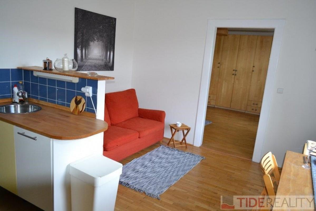 Útulný byt 2+kk nedaleko parku Jezerka, ul. V Občanském domově, Praha 4