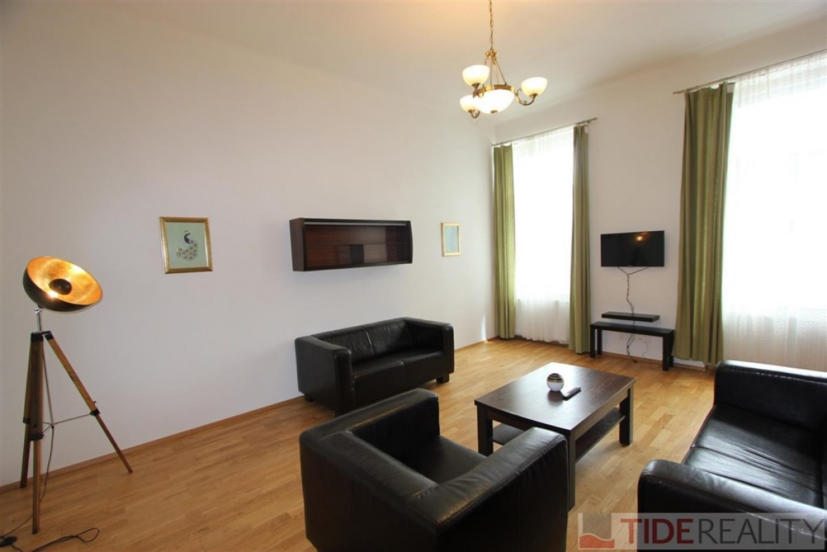 Pronájem hezkého, zařízeného bytu 4+1, Praha 8, Sokolovská ul.