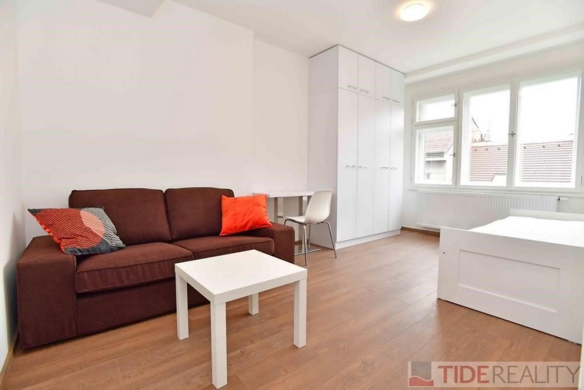 Pronájem designového, zrekonstruovaného byt 1+kk, Praha 3, Vinohrady, Řipská ul.