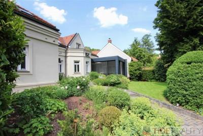Pronájem rekonstruovaného rodinného domu, V Šáreckém údolí, Praha 6 – Dejvice