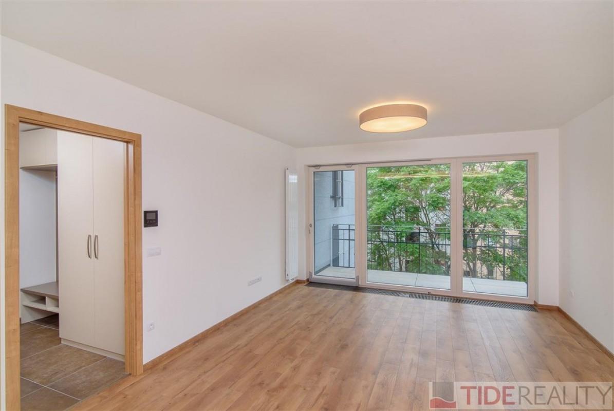 Pronájem právě zrekonstruovaného bytu 1+kk na Vinohradech, Praha 2, Belgická ul.