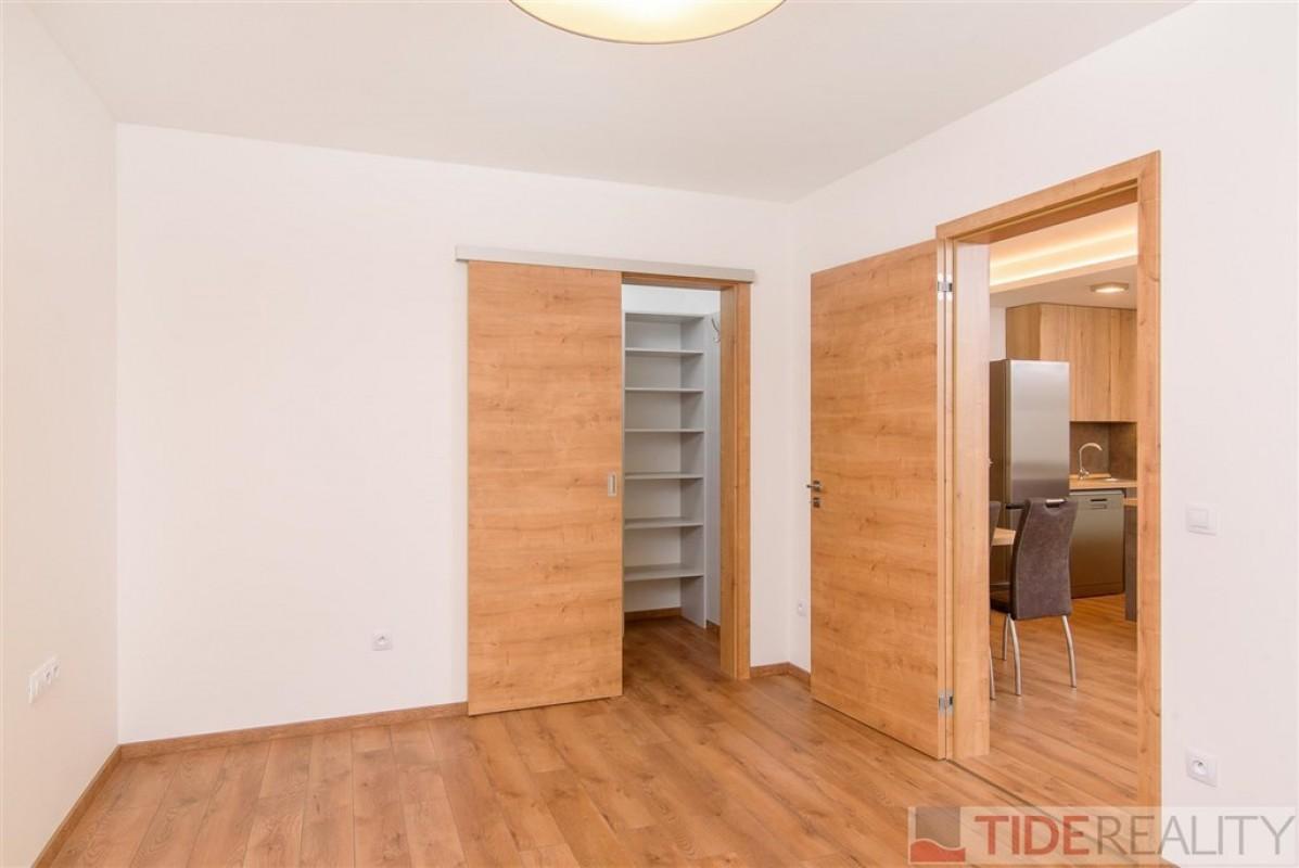 Pronájem kvalitně zrekonstruovaného bytu 2+kk na Vinohradech, Praha 2, Belgická ul.