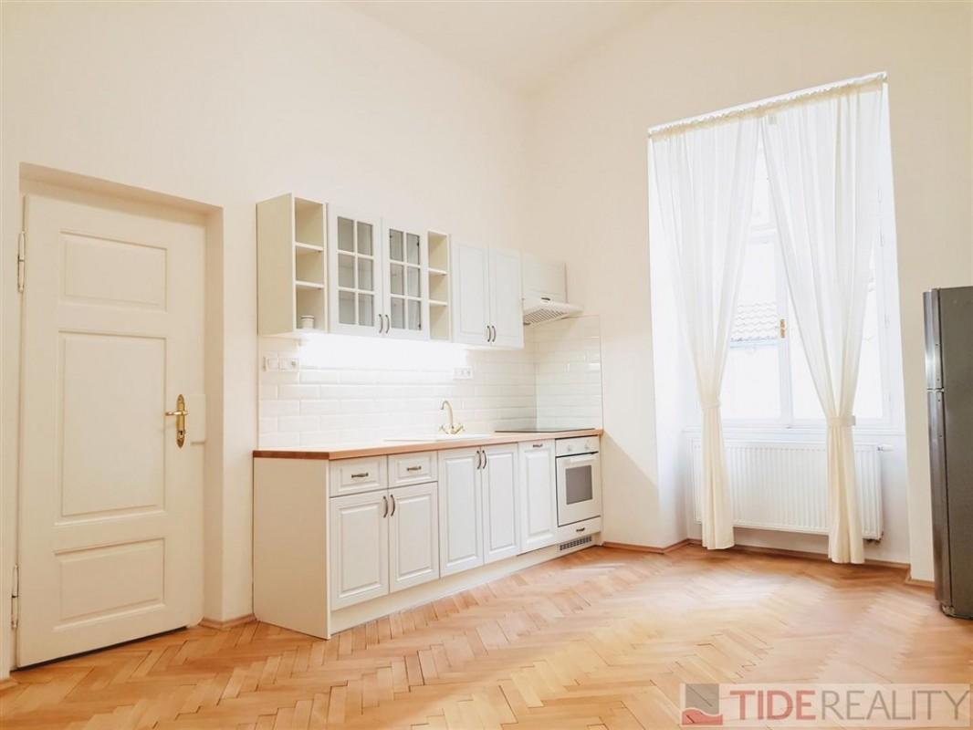 Pronájem ojedinělého bytu 3+kk, Praha 1, Olivova ul.