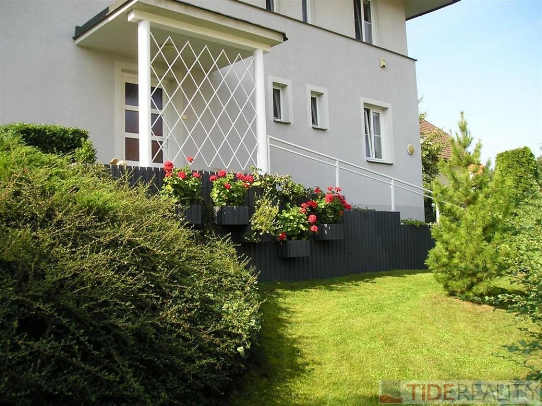 Pronájem prostorného rodinného domu, K vinicím, Praha 6 - Nebušice