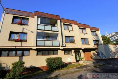 Prodej velmi prostorného bytu 3+1, 2 lodžie, sklep, celkem 97 m2, samostatná zděná garáž. Praha 5 Košíře, ul. Slavická.
