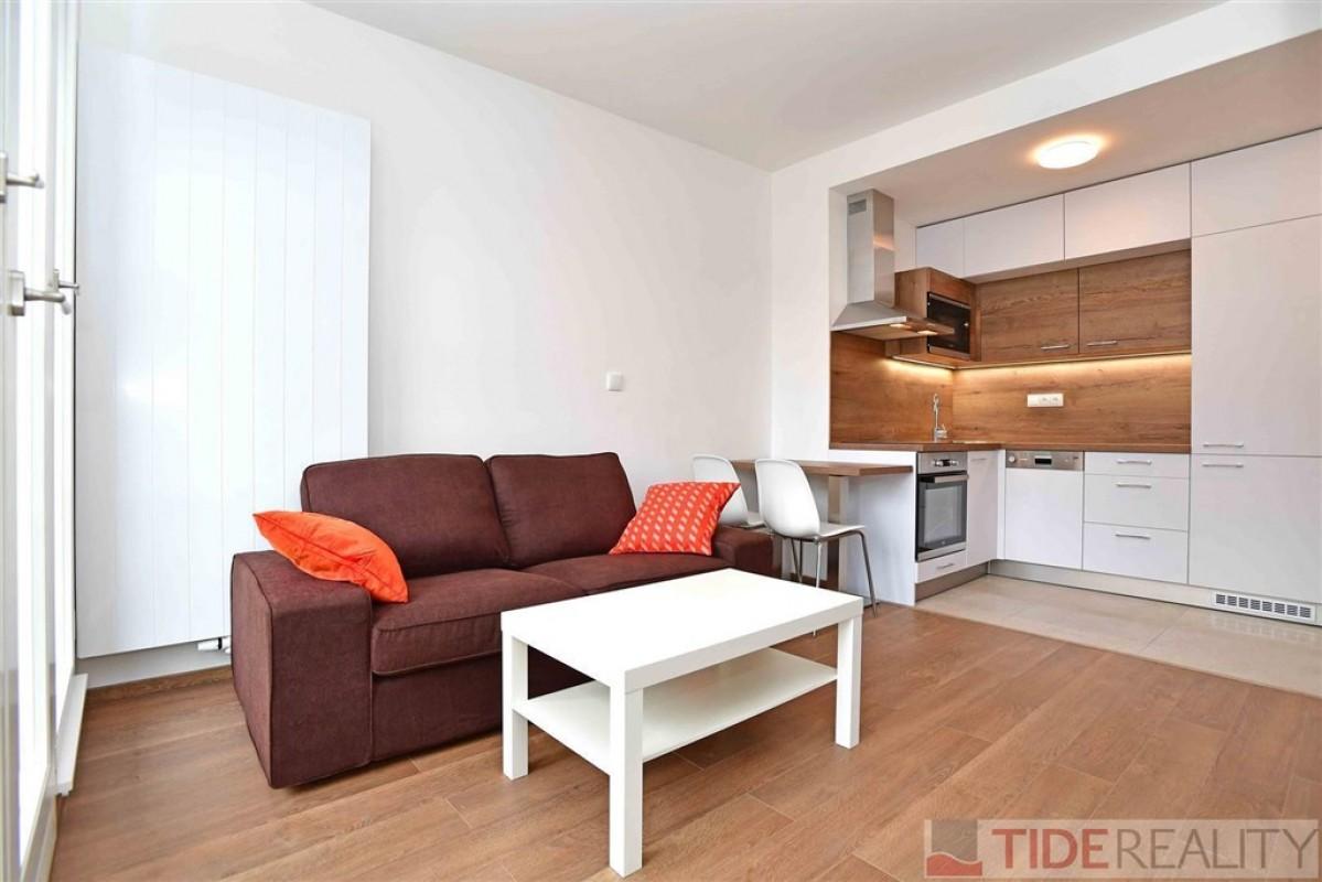Pronájem nově zrekonstruovaného  bytu 2+kk, Praha 3, Vinohrady, Řipská ul.