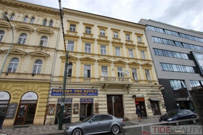 Rent of large, unfurnished apartment Praha 8, Sokolovská str.