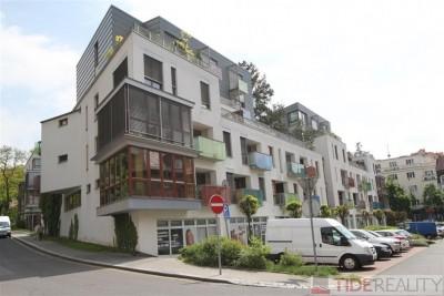 Pronájem moderního, plně zařízeného bytu v novostavbě v Podolí, Brabcova