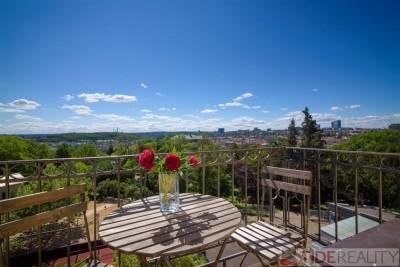 Jedinečný byt s dvěma balkony, ulice U Havlíčkových sadů, Praha 2 Vinohrady