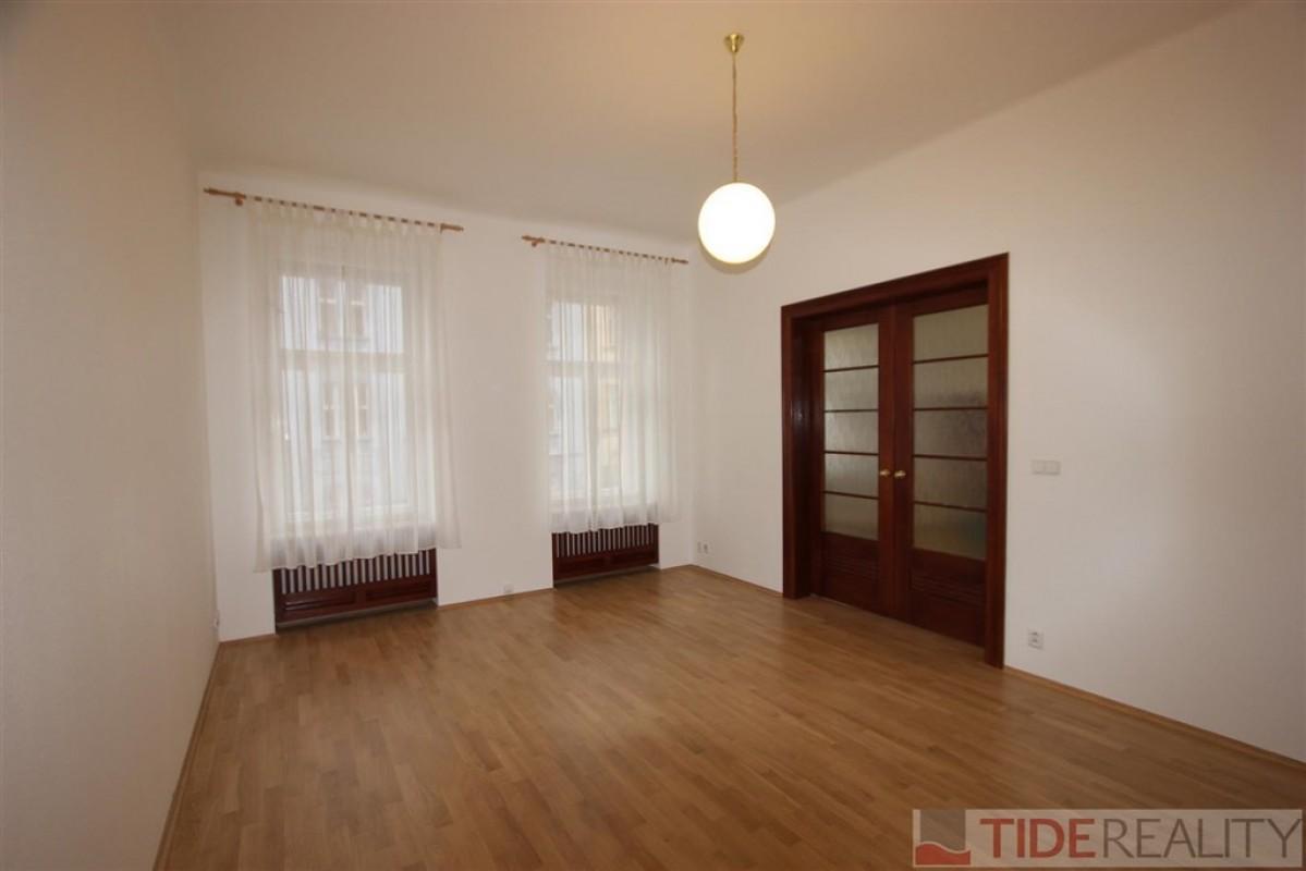 Pronájem slunného bytu v klidné části Vinohrad, Krkonošská, Praha 2