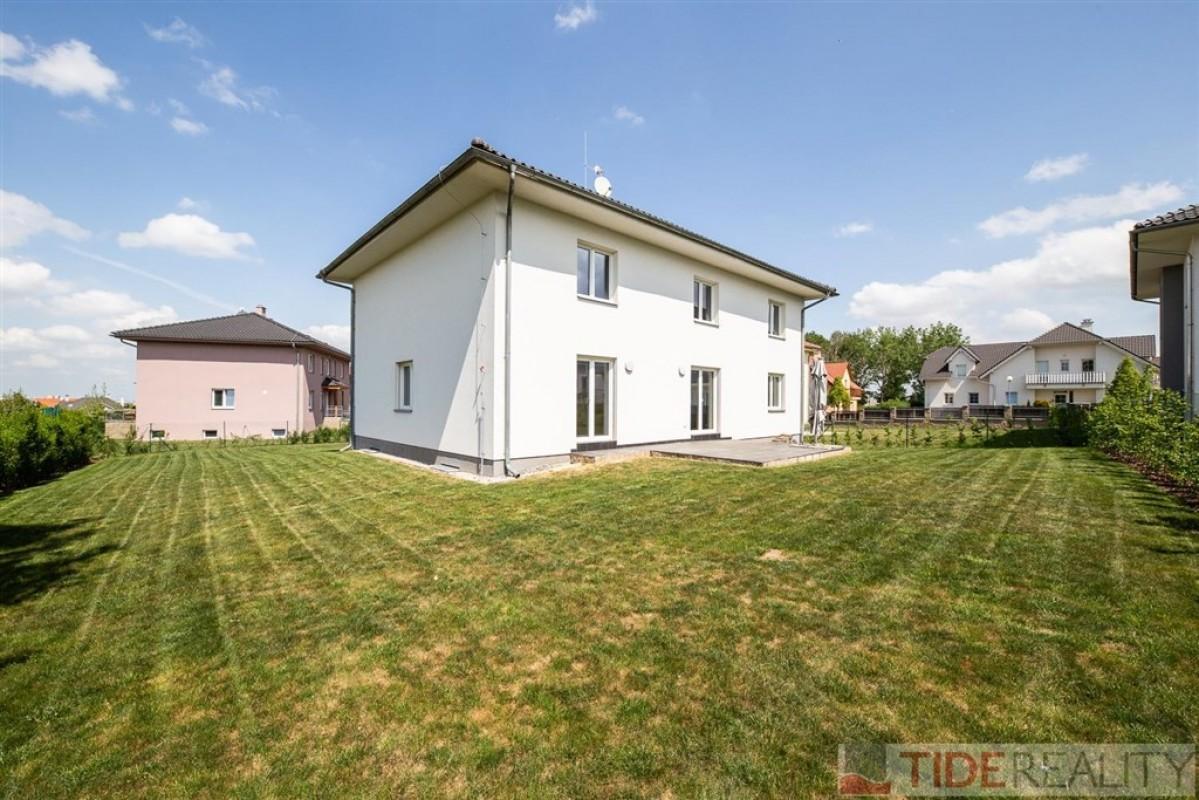 Rent of spacious villa in Průhonice area, Pod Valem II., Prague 4