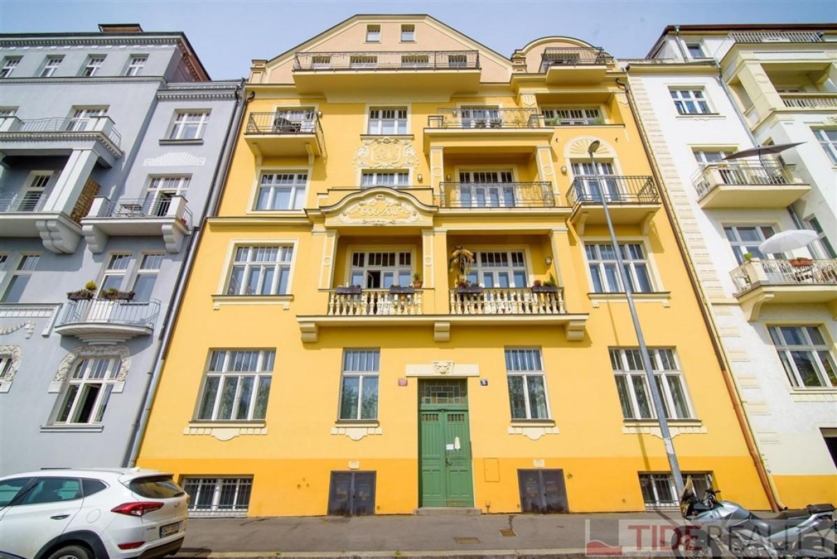 Pronájem mezonetového bytu s terasou, U Havlíčkových sadů, Vinohrady, Praha 2
