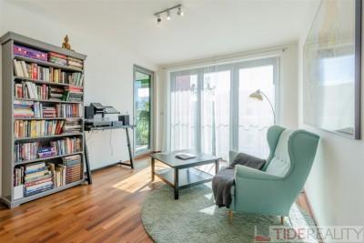 Světlý prostorný byt 3+kk se zimní zahradou v moderní rezidenci v Praze 8