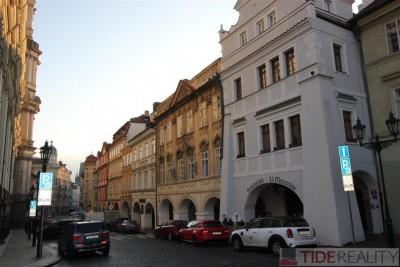 Pronájem mimořádného bytu 4+1 s terasou, Praha 1, Malostranské nám.