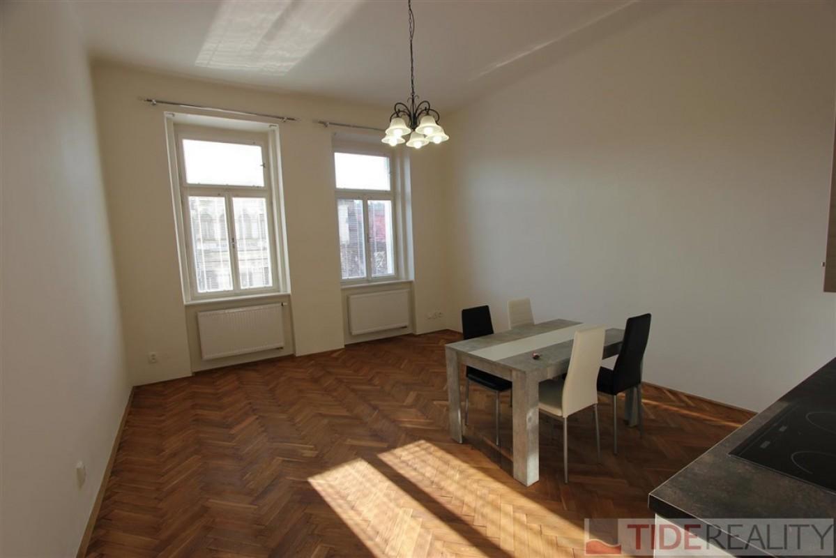 Pronájem zrekonstruovaného bytu 3+kk, Praha 2, Svobodova ul.