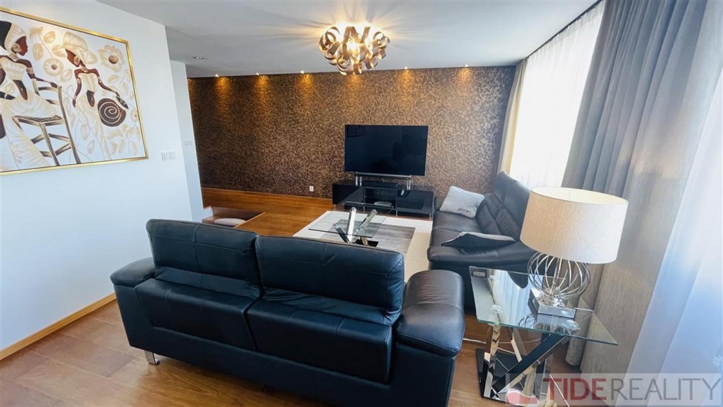 Nádherně zrekonstruovaný moderní byt 4+1, 127 m2, 9.NP, Ovčí hájek, Praha 5 Stodůlky.