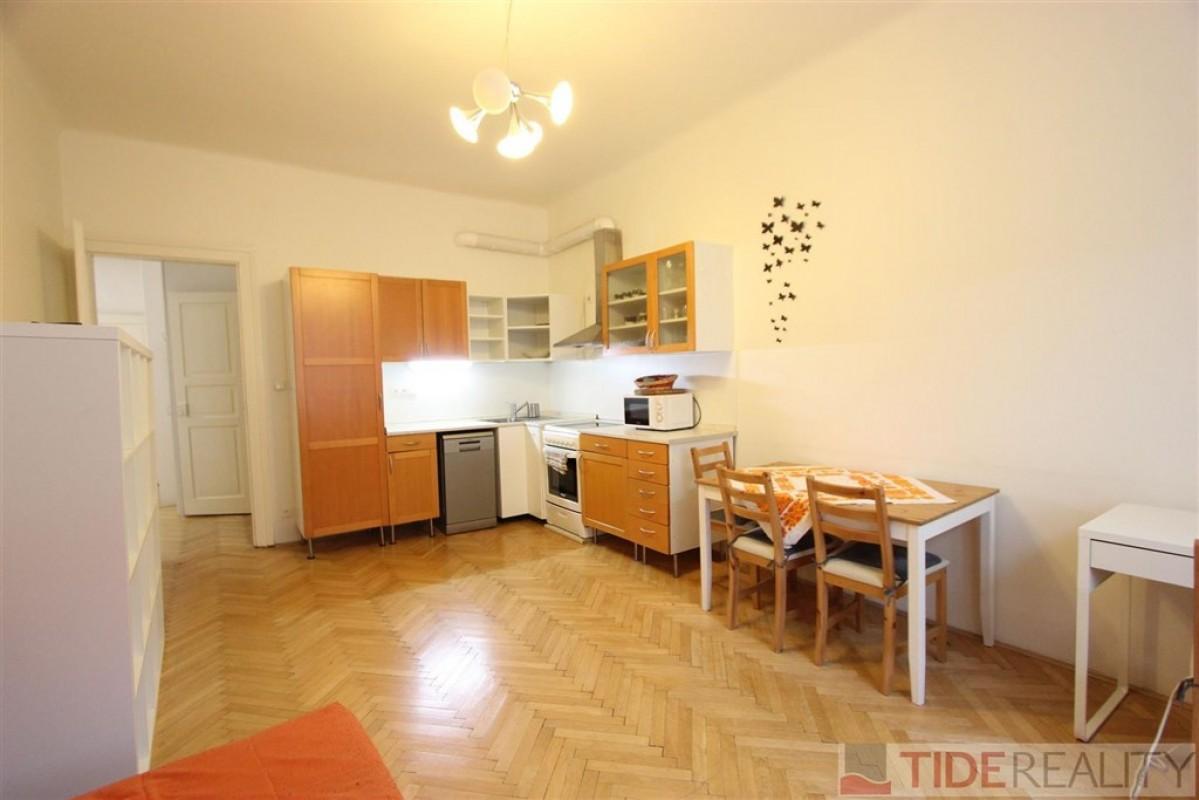 Pronájem zařízeného bytu 2+kk v Dejvicích, Praha 6, Eliášova ul.