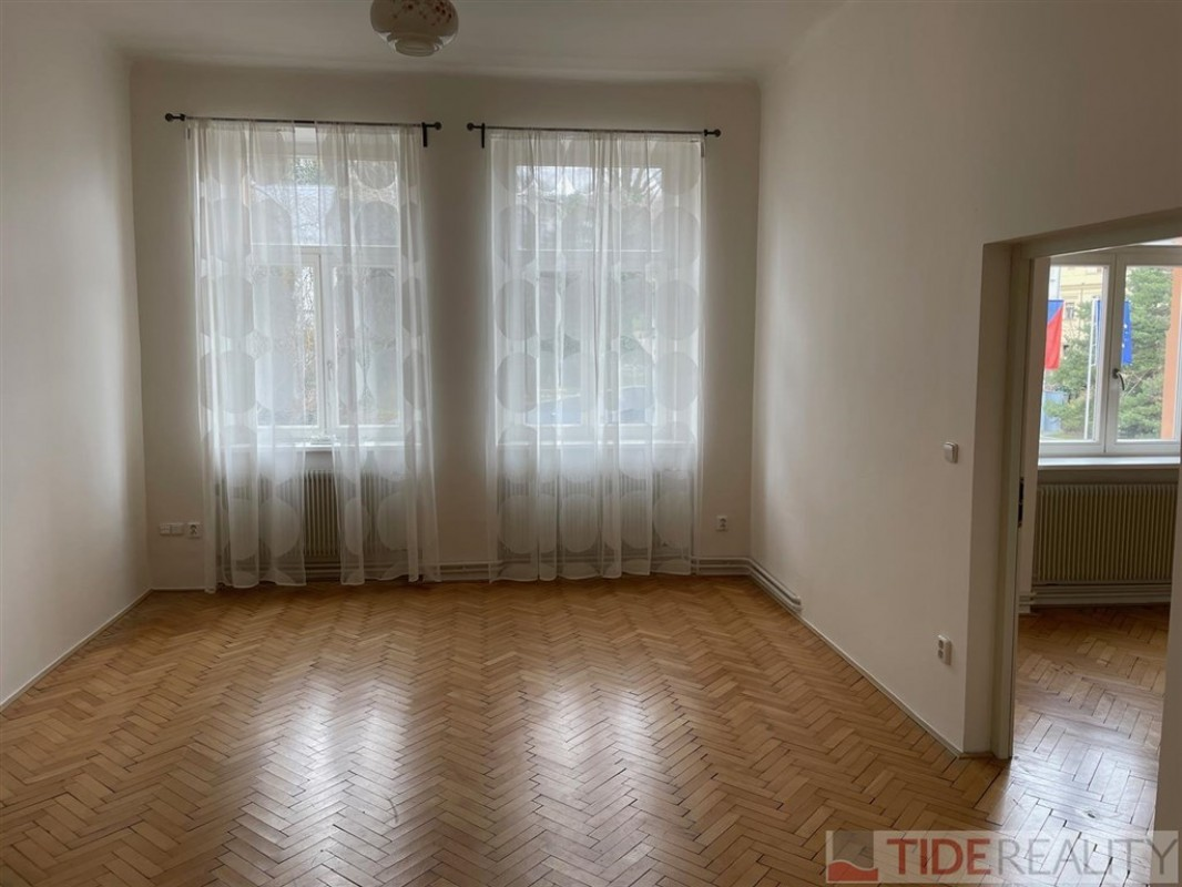Pronájem velkého bytu na Hřebenkách, Praha 5, Švédská ul.