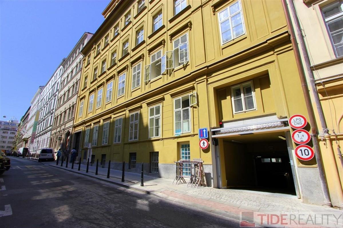 Pronájem 1-3 garážových stání v centru, Praha 1, Krakovská ul.